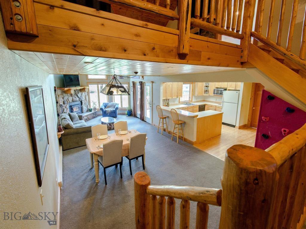 8 Ringneck Interior