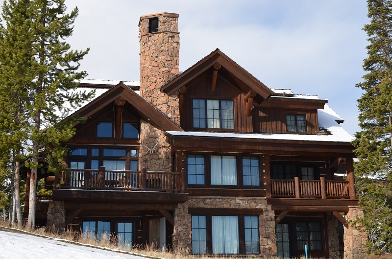 big-sky-montana-real-estate-spanish-peaks-mountain-club-cabin-21-rear